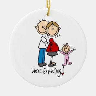 Estamos contando con pares con el ornamento de la adorno navideño redondo de cerámica