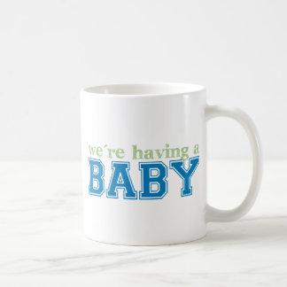 ¡Estamos teniendo un bebé! Taza Clásica