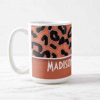 Estampado de animales del leopardo de la tierra de taza básica blanca
