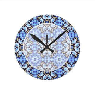 Estampado de flores abstracto marroquí romántico reloj redondo mediano