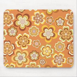 Estampado de flores anaranjado y marrón de los año alfombrilla de raton