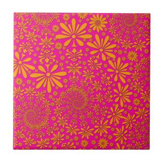 Estampado de flores anaranjado y rosado azulejo cuadrado pequeño