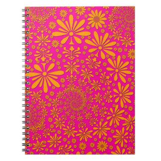 Estampado de flores anaranjado y rosado libro de apuntes