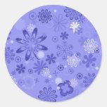 Estampado de flores azul romántico etiquetas redondas