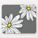 Estampado de flores caprichoso en gris amarillo alfombrilla de ratón