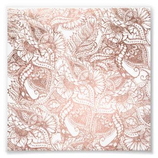 Estampado de flores dibujado mano color de rosa de fotografía