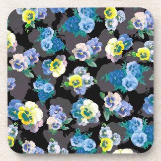 Estampado de flores elegante de los pensamientos o posavasos de bebida