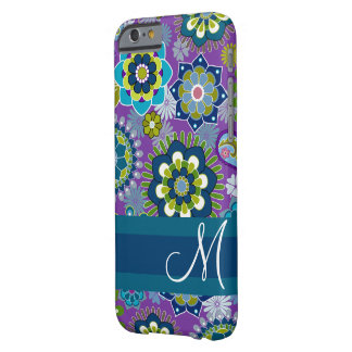 Estampado de flores femenino con el monograma funda barely there iPhone 6