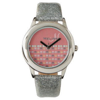 Estampado de flores femenino del monograma en el relojes de pulsera