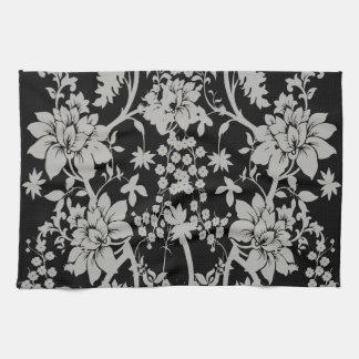 Estampado de flores negro y de plata del polvo toalla