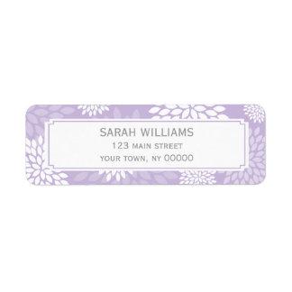 Estampado de flores púrpura de los crisantemos etiquetas de remite