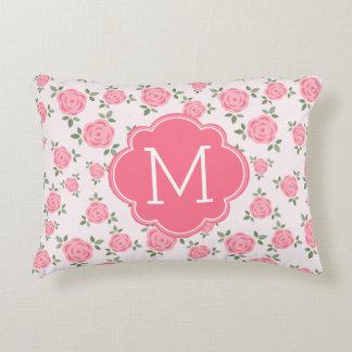 Estampado de flores rosado con monograma