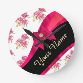 Estampado de flores rosado oscuro bonito del reloj redondo mediano
