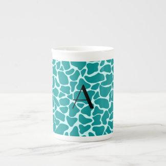Estampado de girafa de la turquesa del monograma taza de china