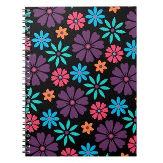 Estampado de plores colorido del vector libro de apuntes con espiral