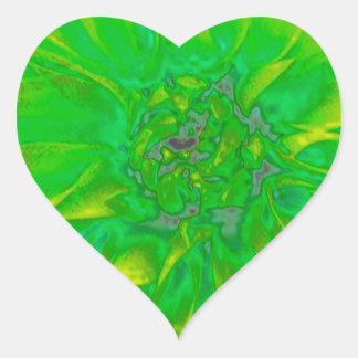 Estampado de plores floral verde de la dalia pegatina en forma de corazón