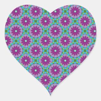 Estampado de plores magenta, rosado y verde pegatina en forma de corazón