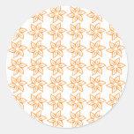Estampado de plores rizado - naranja en blanco pegatina redonda