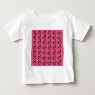 Estampado de plores rizado - negro en rosa oscuro tshirts