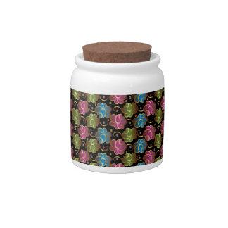 Estampado de plores uno tarro de cerámica para dulces