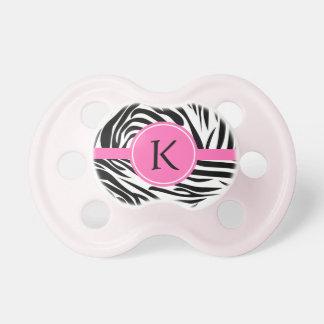 Estampado de zebra blanco y negro del monograma co chupete de bebé