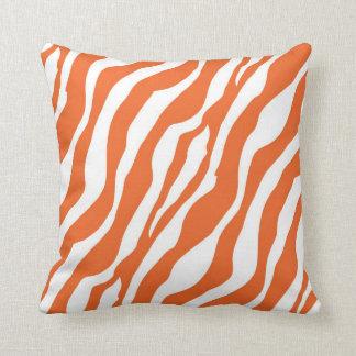 Estampado de zebra femenino del naranja salvaje cojín