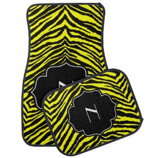 Estampado de zebra negro amarillo inicial con mono alfombrilla de auto