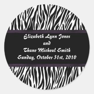 Estampado de zebra púrpura de la raya pegatinas redondas