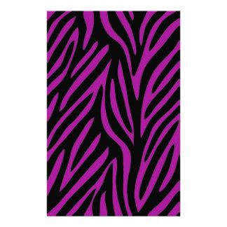 Estampado de zebra púrpura y negro papeleria de diseño