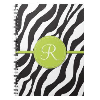 Estampado de zebra verde femenino del monograma libro de apuntes con espiral