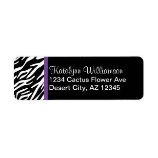 Estampado de zebra y etiquetas púrpuras del remite