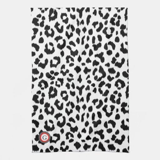 estampado leopardo blanco y negro con el monograma toallas de mano