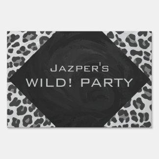 Estampado leopardo blanco y negro del monograma señal
