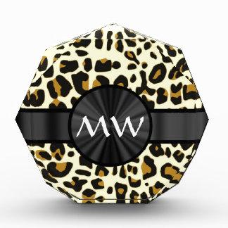 Estampado leopardo con monograma