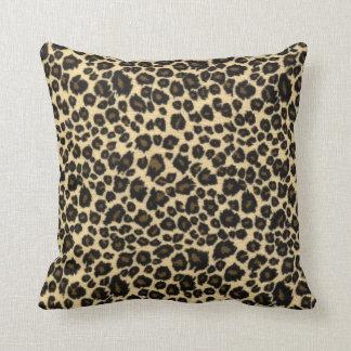 Estampado leopardo de moda del safari almohada