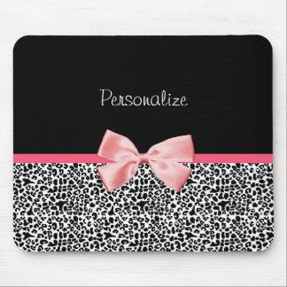 Estampado leopardo de moda y cinta rosada con nomb mousepads