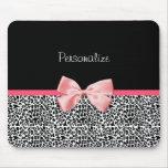 Estampado leopardo de moda y cinta rosada con nomb alfombrillas de raton