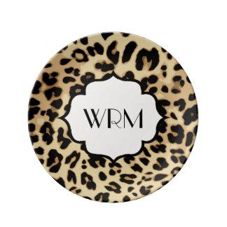 Estampado leopardo descarado con monograma platos de cerámica