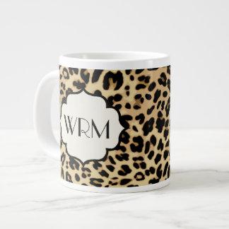 Estampado leopardo descarado con monograma tazas jumbo