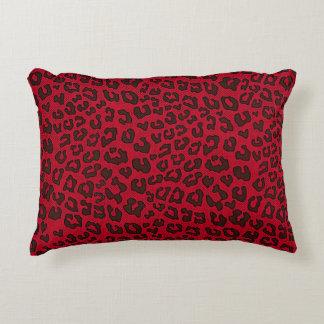 Estampado leopardo punteado del rojo del arándano cojín decorativo