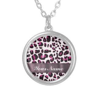 Estampado leopardo rosado collar plateado