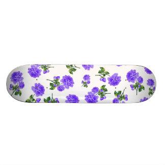 Estampados de flores: flores púrpuras en blanco tabla de patinar