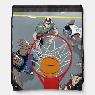 Están jugando la mochila del baloncesto