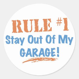 Estancia de la regla #1 fuera de mi garaje etiquetas redondas