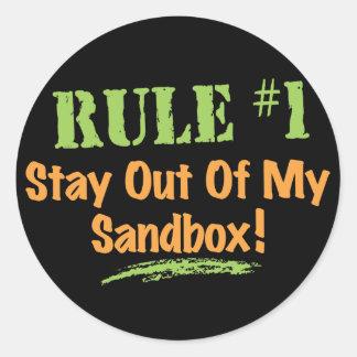 ¡Estancia de la regla #1 fuera de mi salvadera! Pegatina Redonda