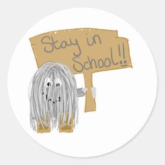 Estancia gris en escuela pegatina redonda