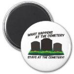 Estancias en el cementerio iman de frigorífico
