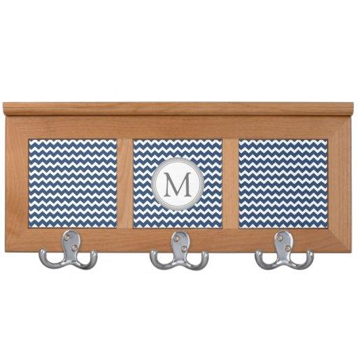 Estante azul de la capa del monograma de los galon