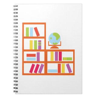 Estante de librería libros de apuntes con espiral
