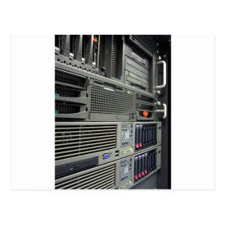 estante de los servidores del ordenador del postal